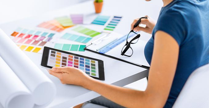 La Differenza Tra I Colori Stampati E I Colori Sul Monitor